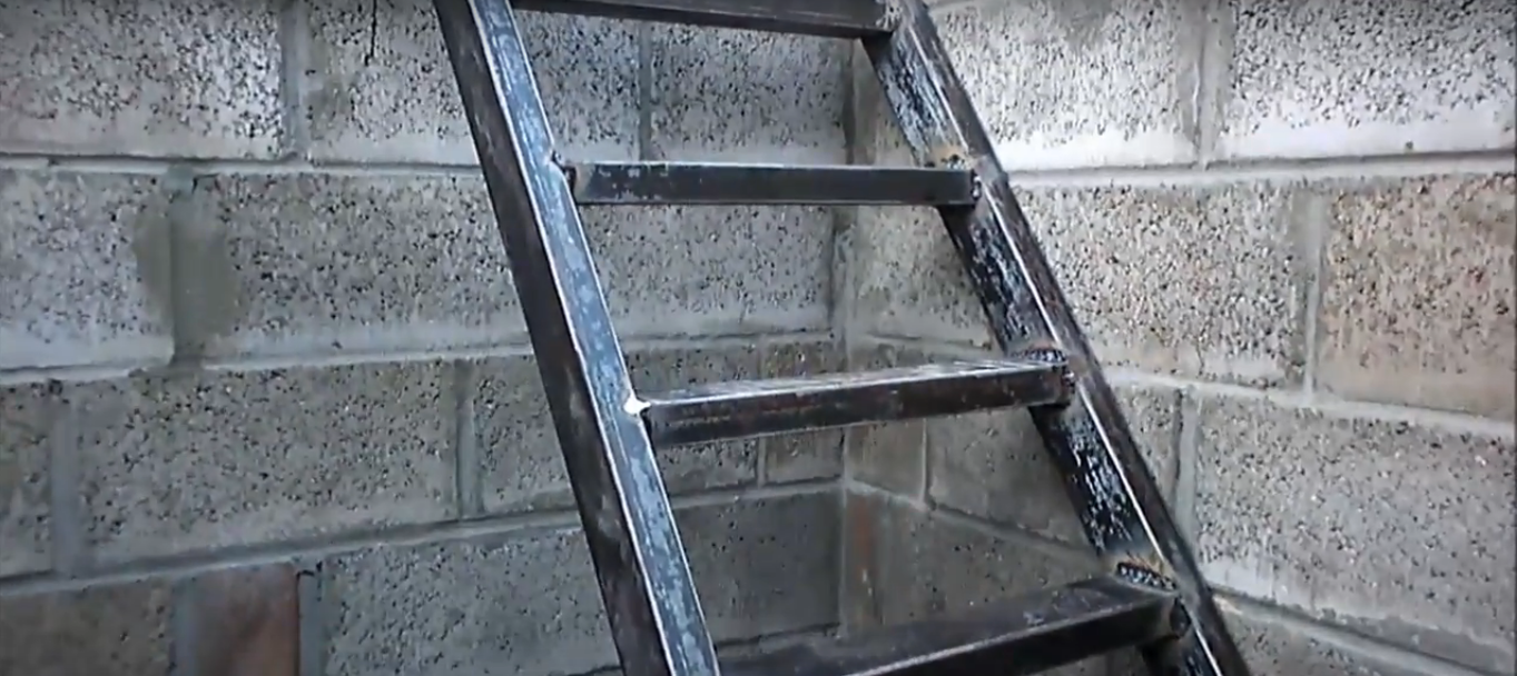Фото металлической лестницы для погреба