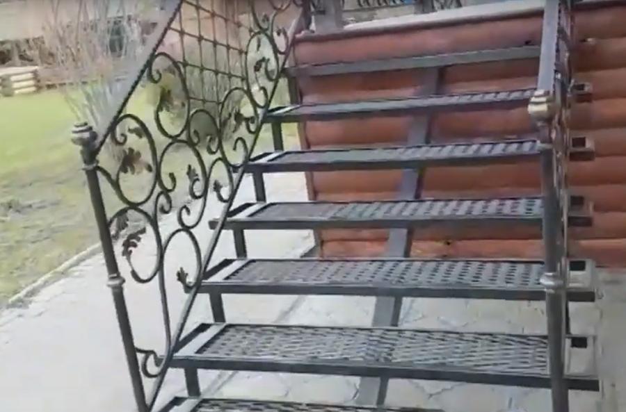 Металлическая внутренние лестница