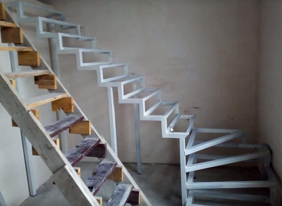 Металлические межэтажные лестницы